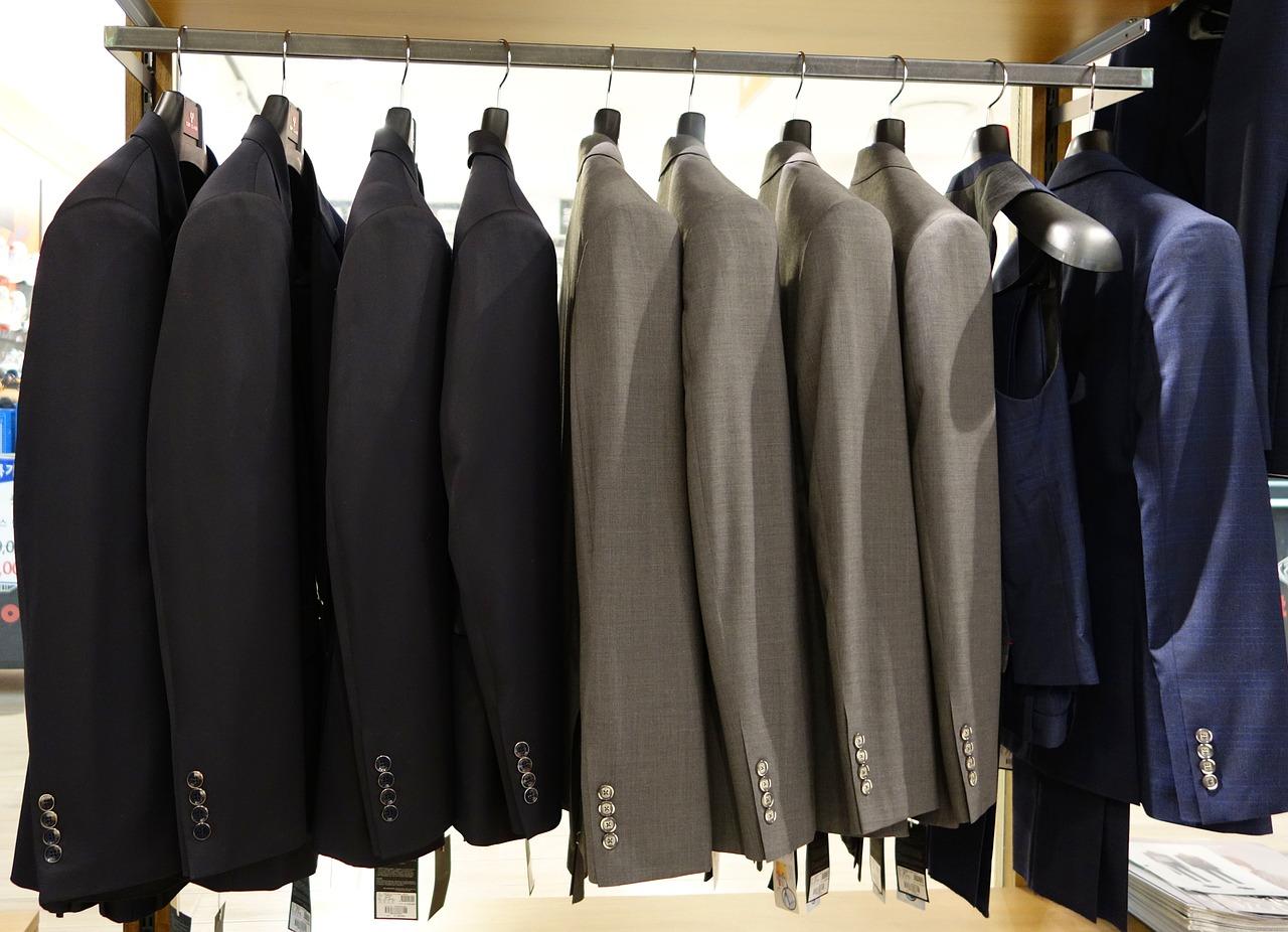 Cet article propose quelques conseils pour le choix des vêtements de base pour les hommes de grande taille ainsi que la marque proposant le plus grand choix.